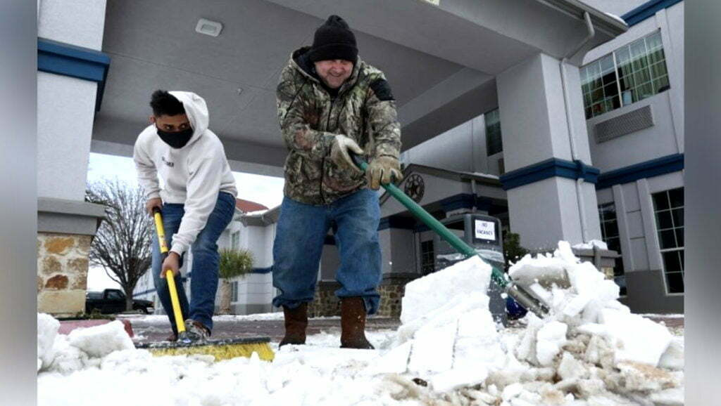 People-Cleaning-The-Snow